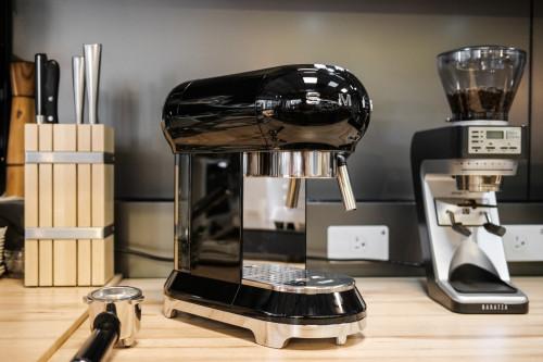 史上最美:50年代復古風格家用義式咖啡機-SMEG開箱文