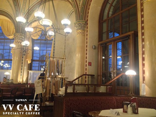 中央咖啡館與報紙