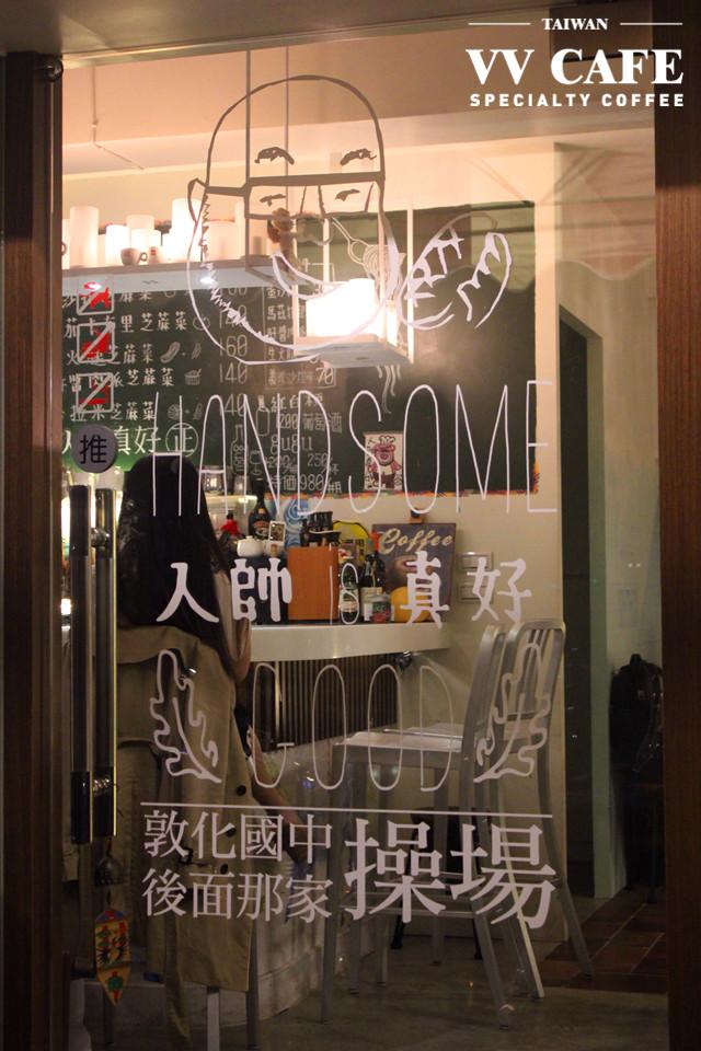 敦化國中操場後面那家illy咖啡館-大門